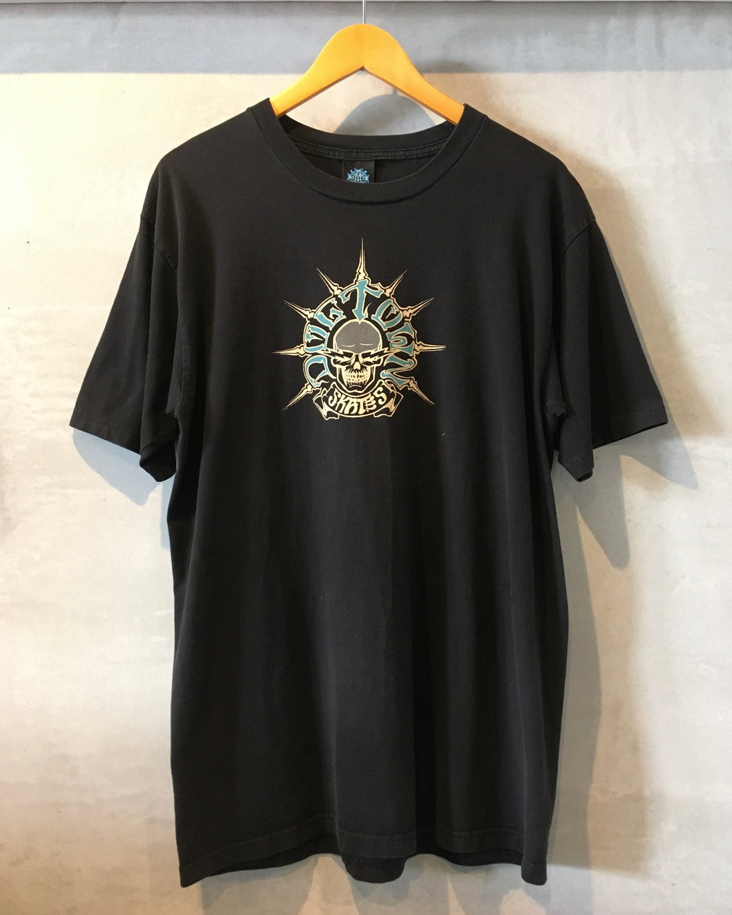 DOG TOWN -T-shirt-(size  L)