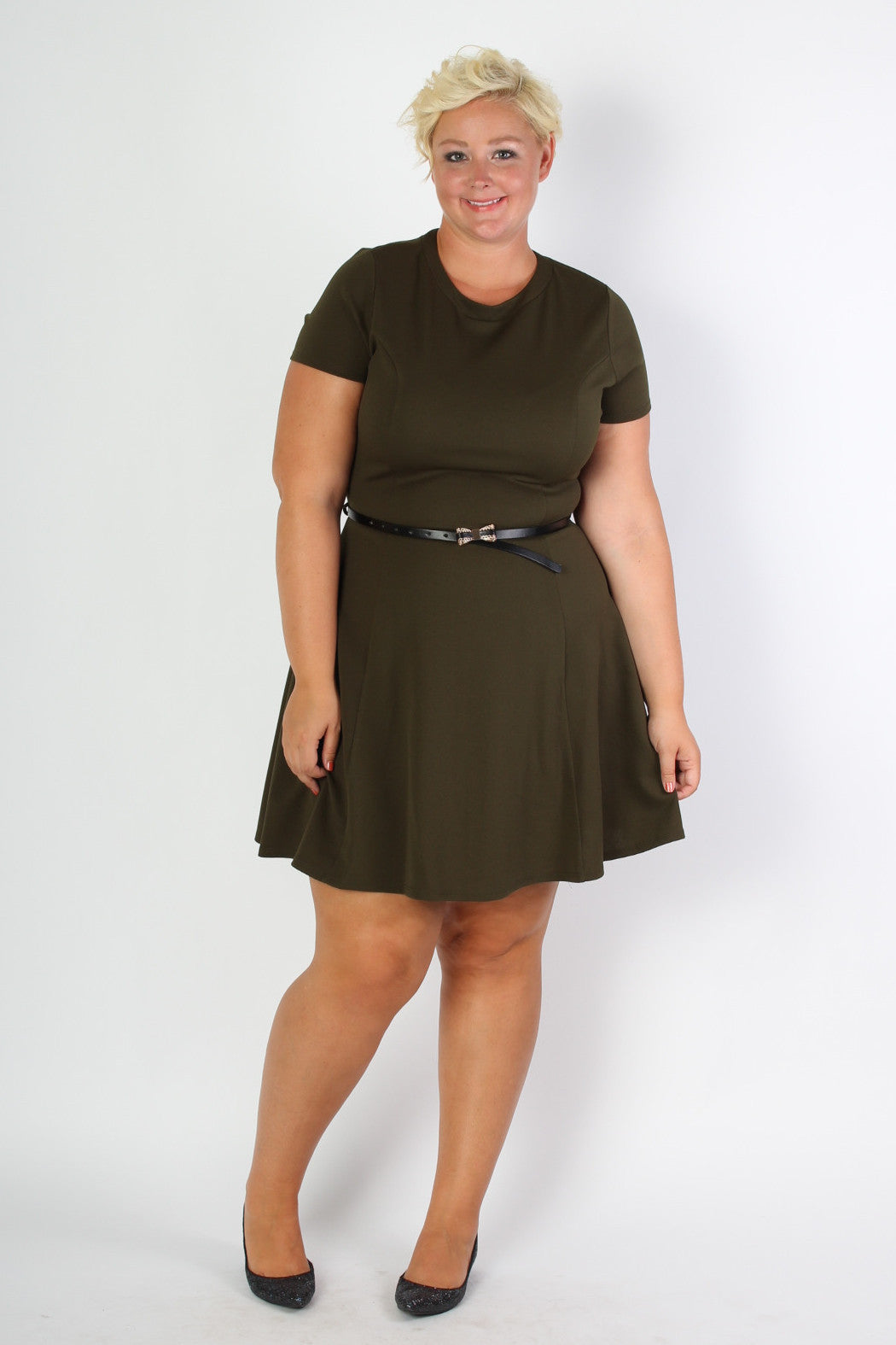 The perfectly easy dress for the office in one of our favorite colors of the season. This dress comes with the belt. Model Allison is 5'11