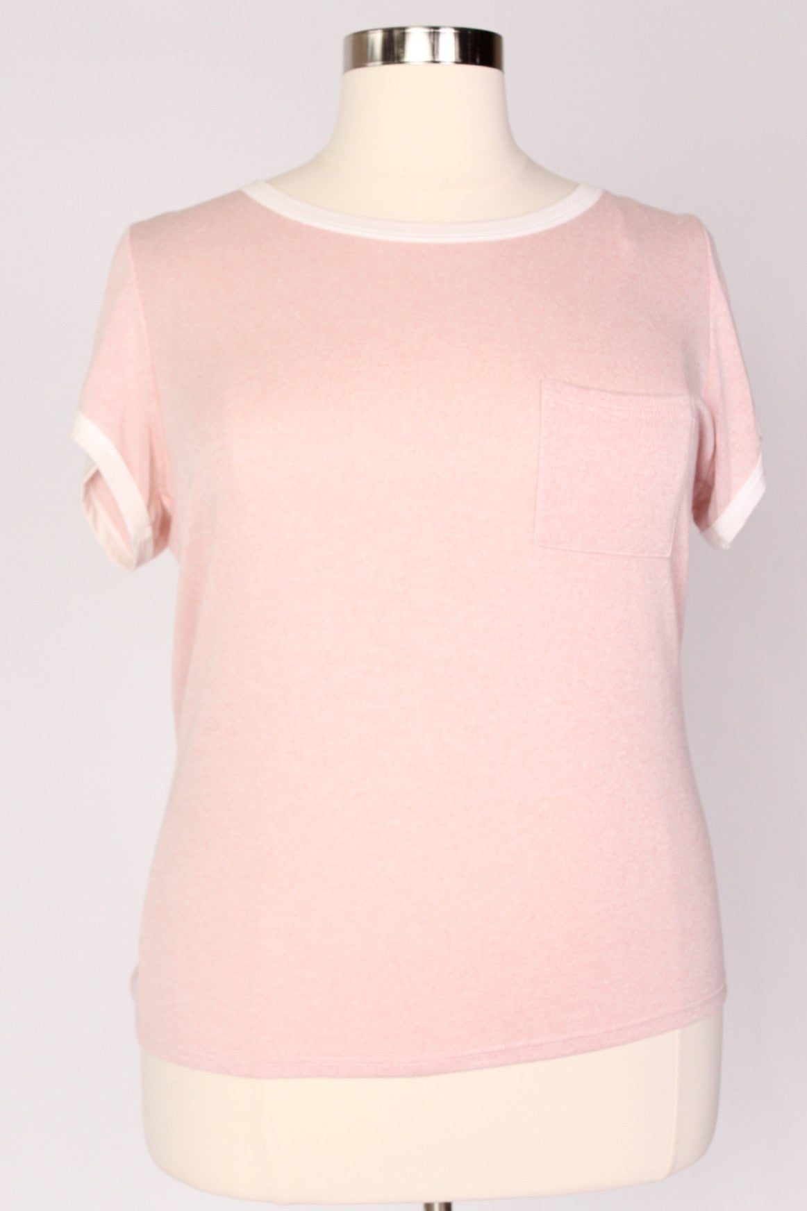 Everyone loves a comfy tee. A comfy tee in a perfect rose color? Well that's something we can't get enough of!