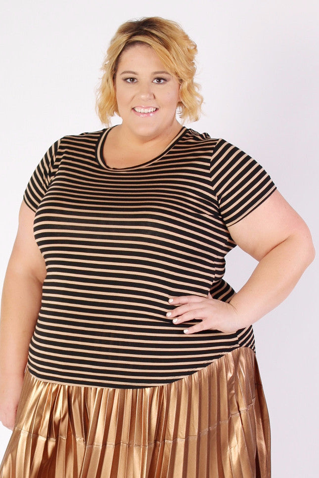 Stripes are the perfect print for every season, which means a comfy striped tee is a must in every wardrobe! This tee is subtle enough to mix and match with other p rints , but bold enough to stand on its own. Dress up this cutie with a skirt, like our girl Jess, for a flirty, feminine look, or dress it down with a simple pair of jeans and sandals for a casual day. Super soft and stretchy - just the way we like it! xx Jessica Also available in black and white! 95% Rayon 5% Spandex Hand wash cold Hang dry Made in USA Front length Back length Arm hole Sleeve opening Size: 14/16 27.5