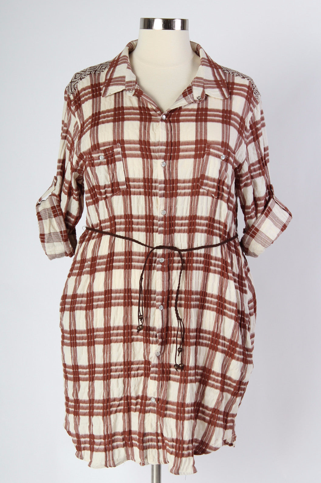 As you might know, we have a bit of a love affair with plaid. Luckily now we have the perfect plaid dress for the warm months. Button up and belted, this dress shows off all your curves, while keeping you cool and comfortable. 100% Cotton Hand wash cold Hang to dry Imported Also available in black! Front Back Arm hole Bicep Size: 16/18 36.5