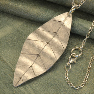 Leaf necklace in aluminum