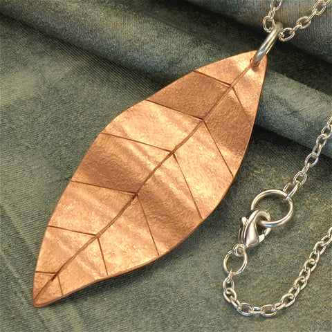 Leaf necklace in copper