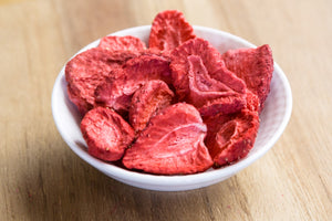 Load image into Gallery viewer, ORGANIC FREEZE DRIED STRAWBERRY SLICES