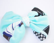 Load image into Gallery viewer, Turquoise Boutique Velvet  Bow Tie