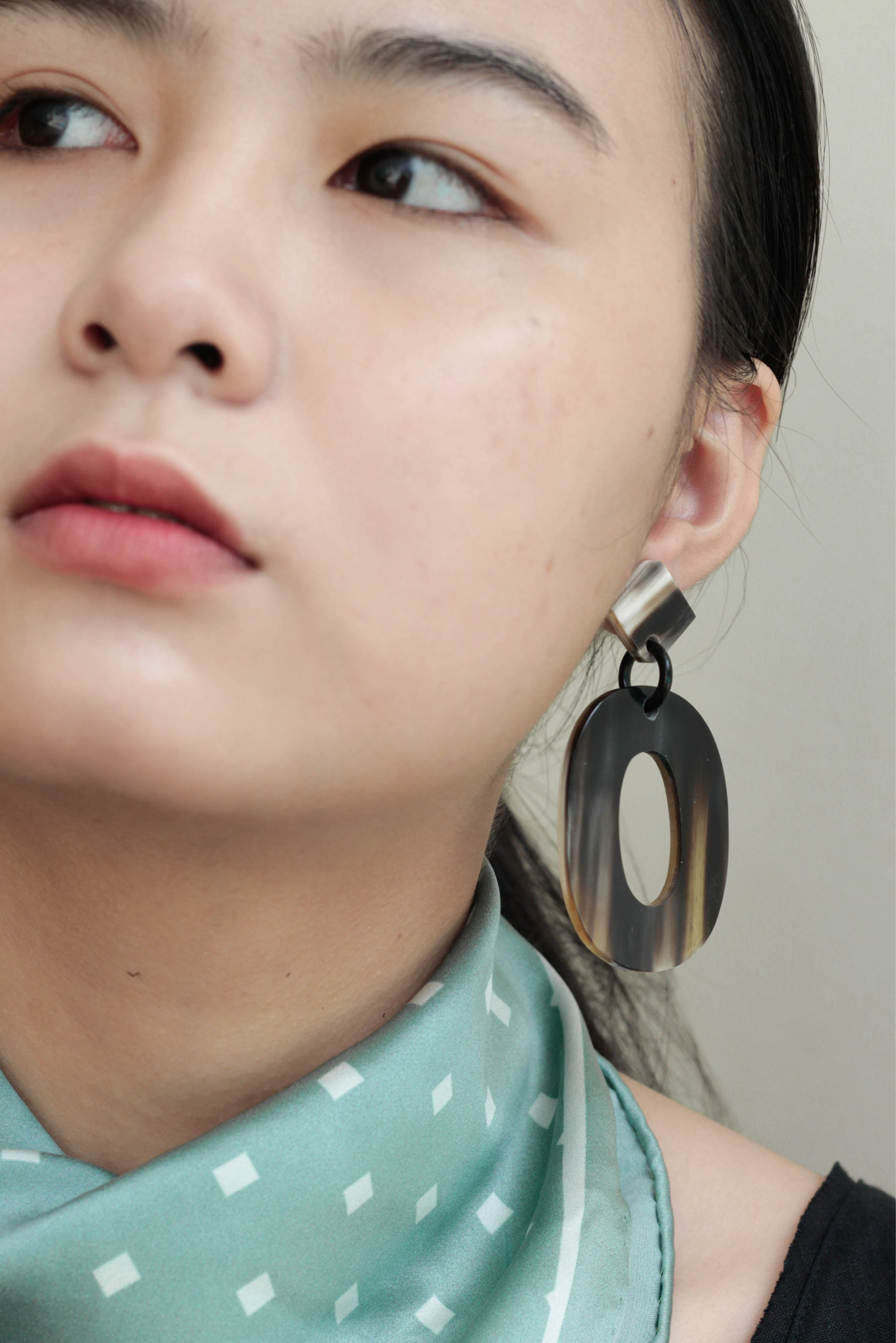 BLACK OVAL HORN EARRINGS