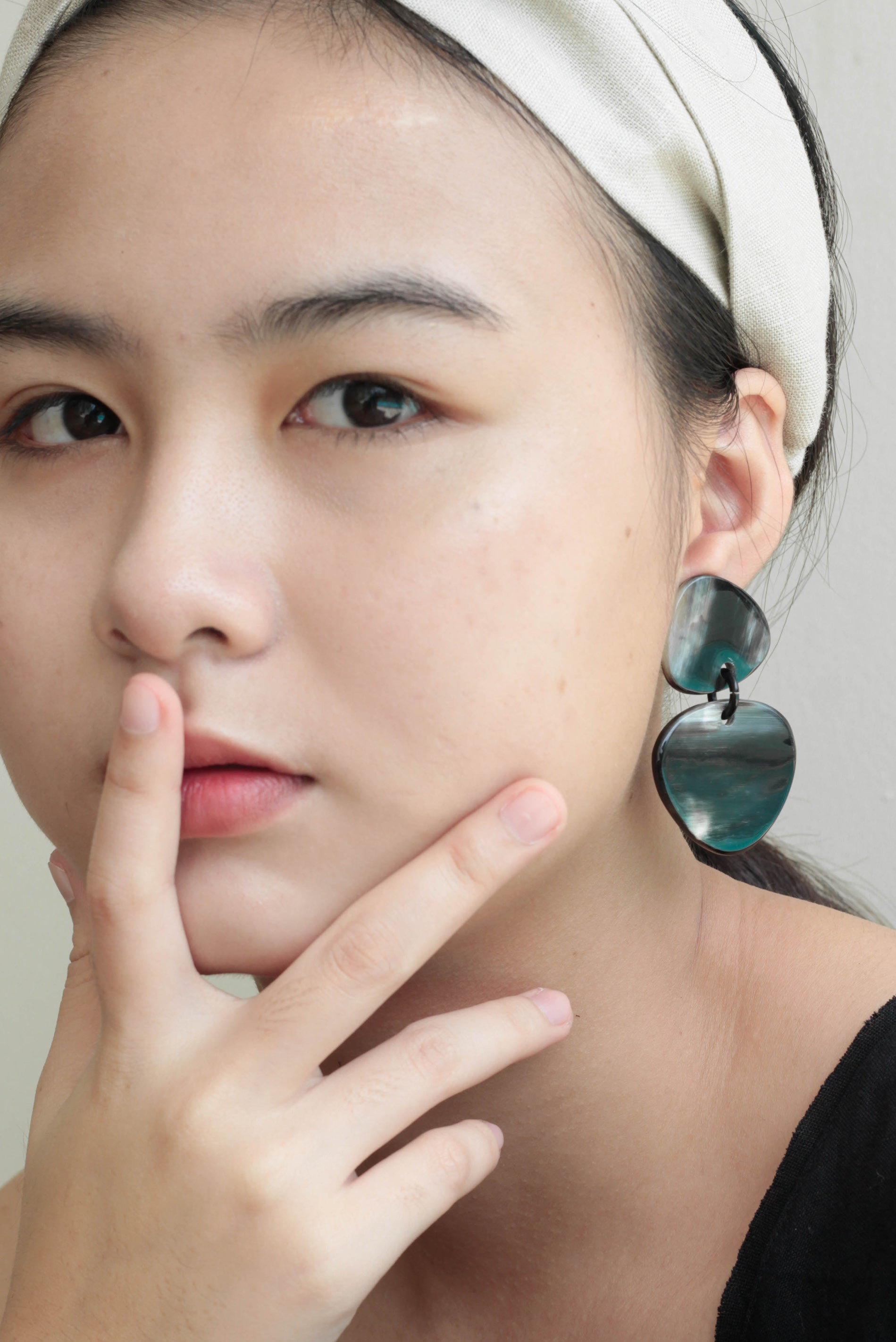 MINI TRIANGLE HORN EARRINGS