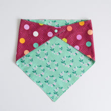 Load image into Gallery viewer, Doggie bandana (daisy chain)
