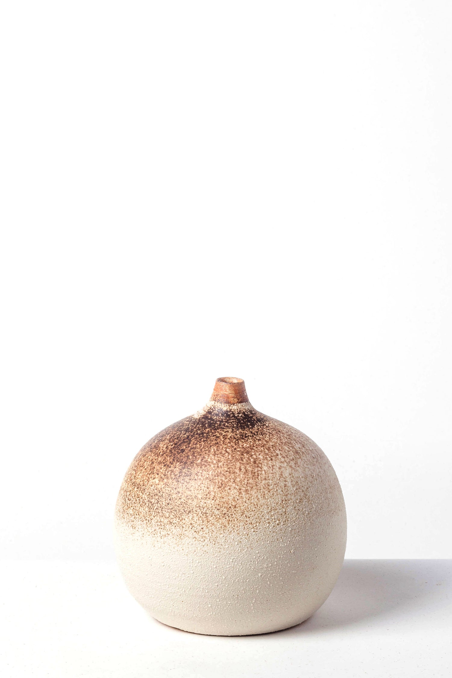 WHITE/BROWN VASE