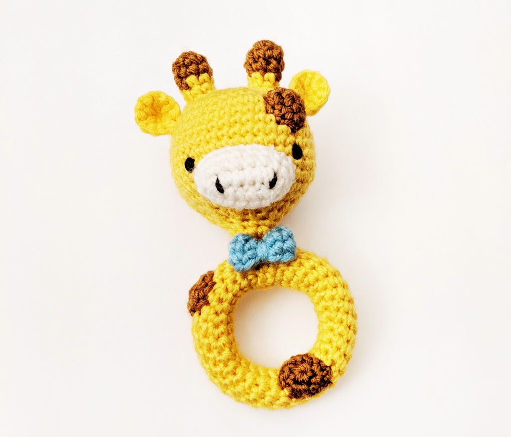 Free Crochet pattern: Giraffe Baby Rattle (plus kitty!)