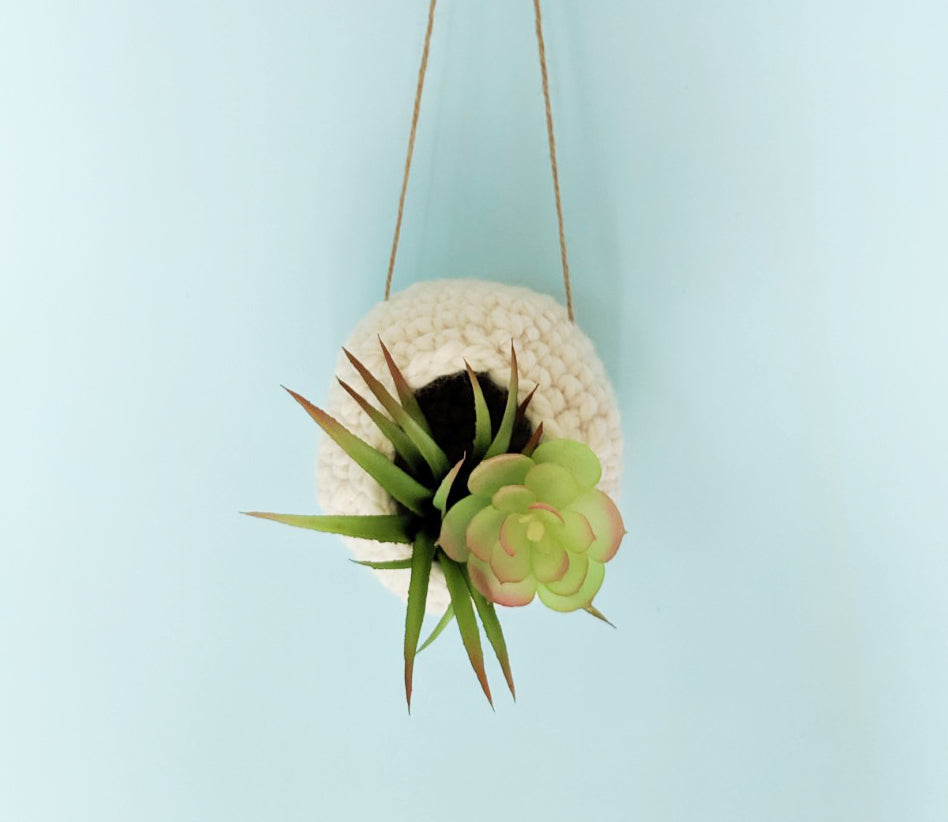 Free crochet pattern: Hanging air planter
