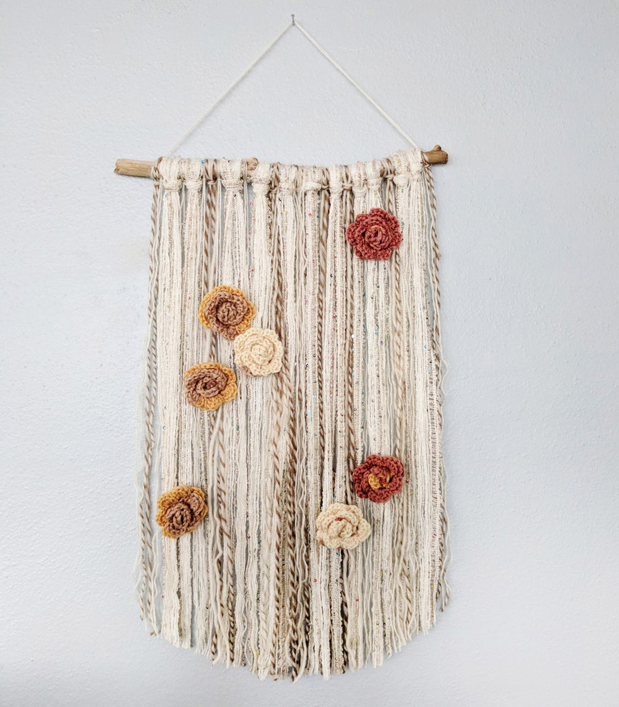 How to make a pretty wall hanging with yarn and crocheted flowers