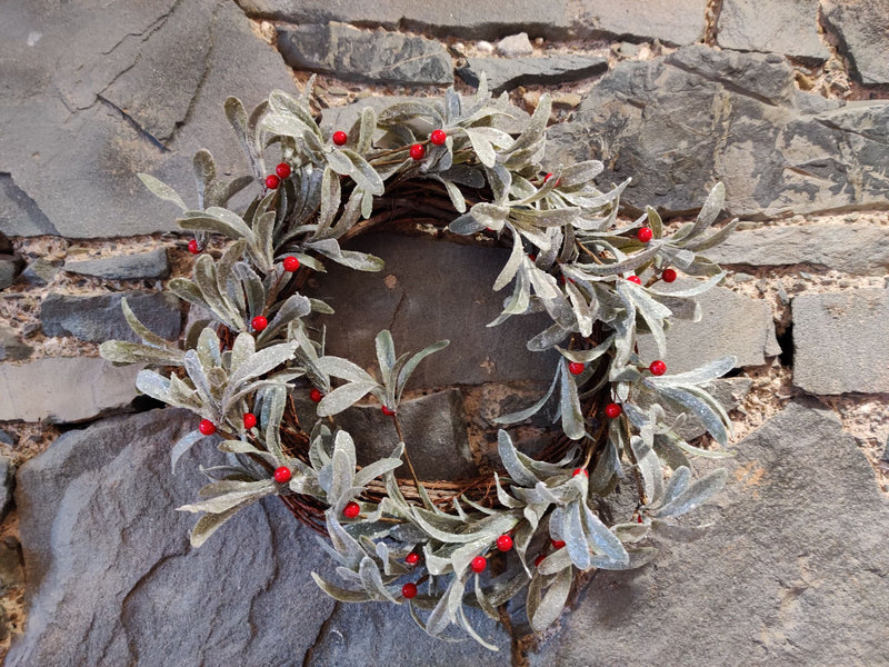Christmas Sparkle Wreath with Berries (Collection Only)