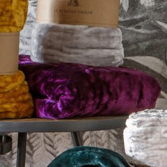 Kilburn Scott Luxurious Throw Plum