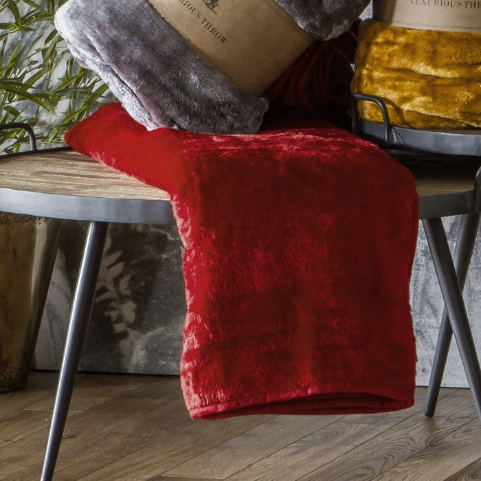 Kilburn Scott Luxurious Throw Dark Red