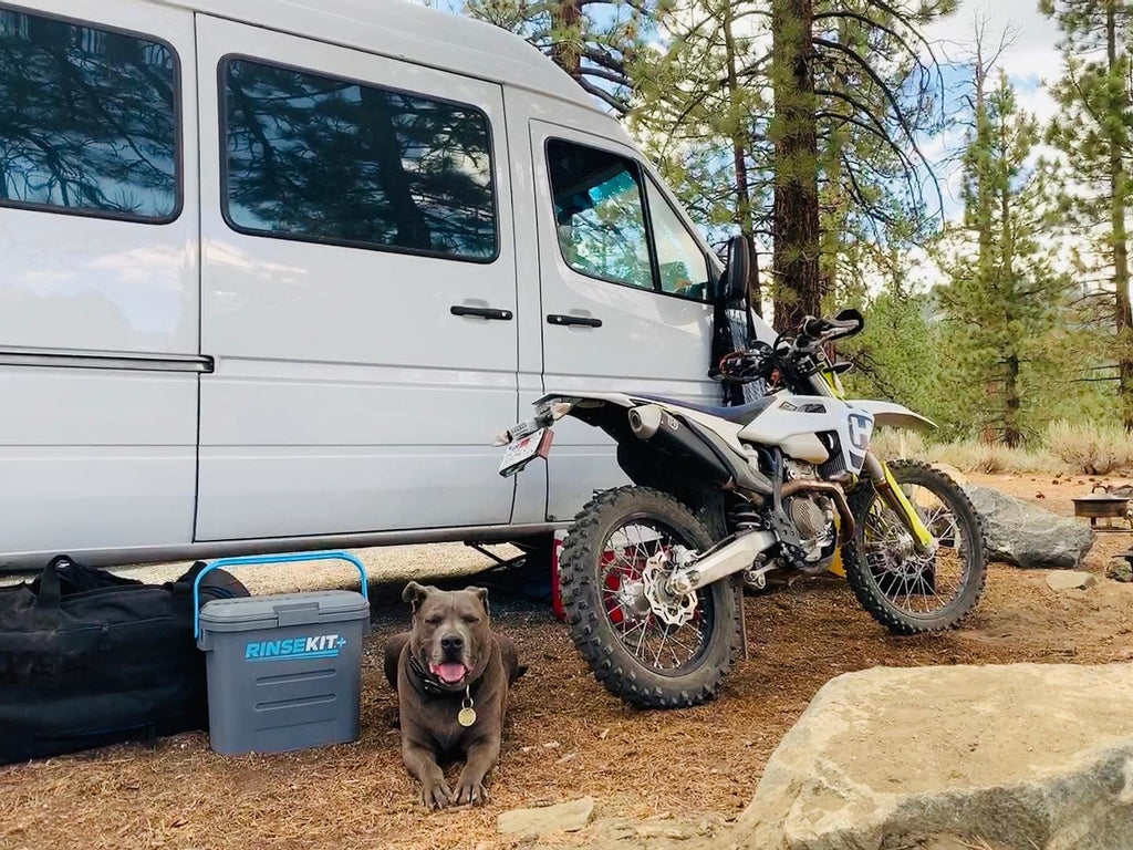 Rinsekit with Sprinter van, dog, and motorcycle