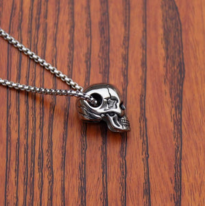 """Cracked"" Skull Necklace - All Hallow Evening"
