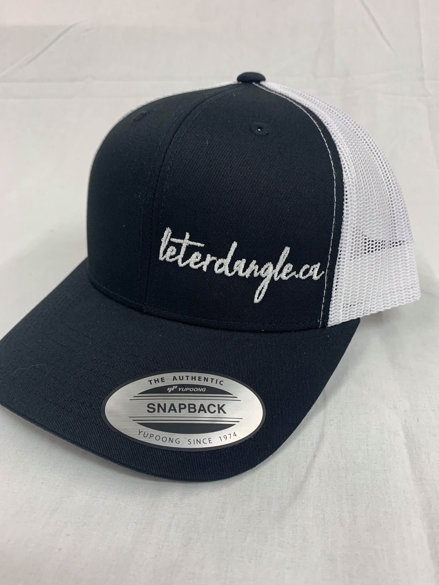 Curved Snap Back - Let Er Dangle