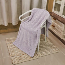 Load image into Gallery viewer, DIANA PRIMASOFT FLANNEL BLANKET - TRIANGLE - LILAC