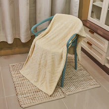 Load image into Gallery viewer, DIANA PRIMASOFT FLANNEL BLANKET - ZIG ZAG - CREAM