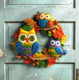 86562 BUCILLA SEASONAL-FELT HOME DECOR - OWL WREATH