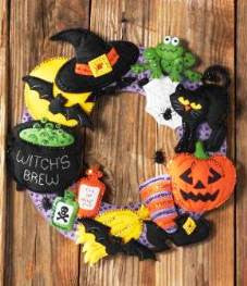 86563 BUCILLA SEASONAL-FELT HOME DECOR - WITCH'S BREW WREATH