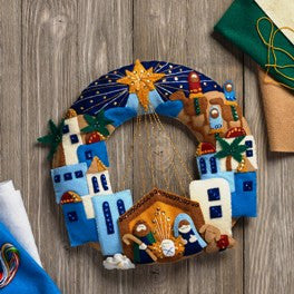 86734 BUCILLA FELT APPLIQUE CHRISTMAS HOME DECOR-TOWN OF BETHLEHEM WREATH