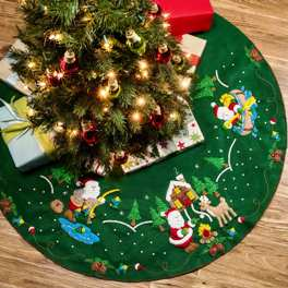 86954E BUCILLA FELT APPLIQUE CHRISTMAS TREE SKIRT-LODGE SANTA