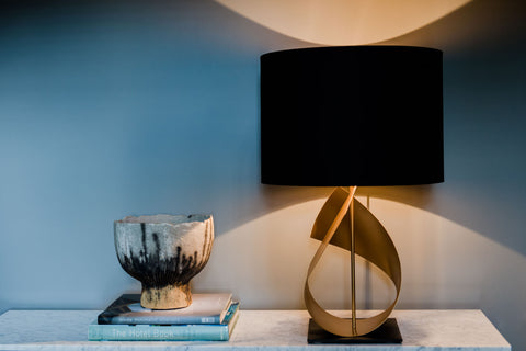 sculptural table lamp in gold