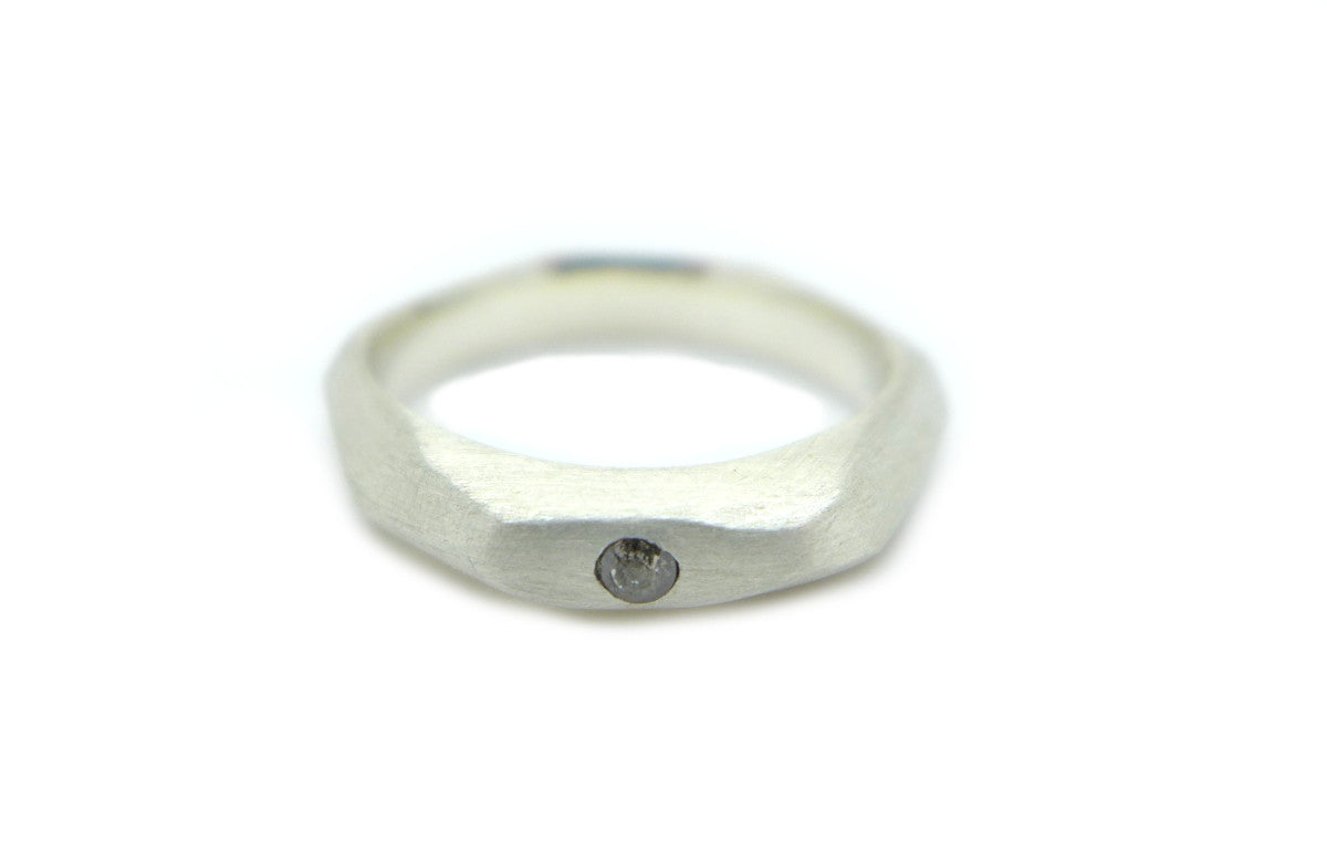 Geometrische fairtrade zilveren ring met diamant