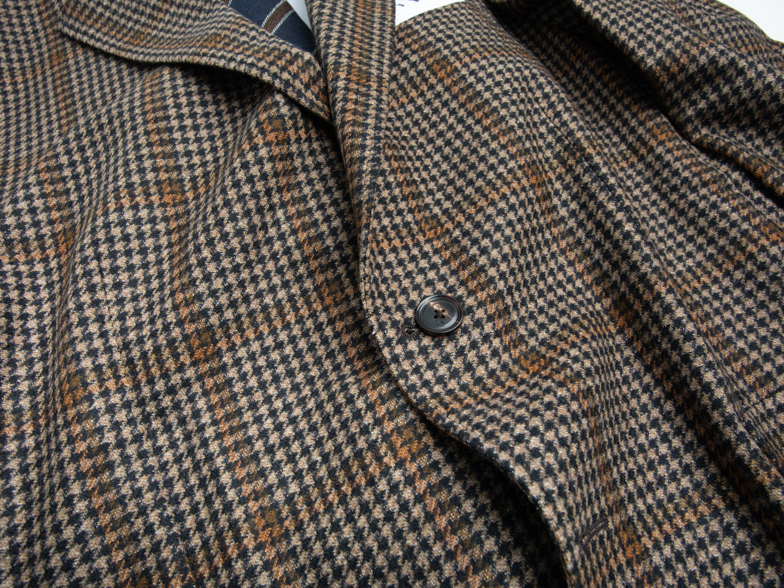 Charcoal/Tan Houndstooth with Double Window Pane