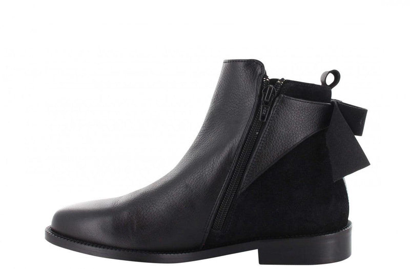 Pleun 19-a p.w black leather/suede bow on back - black sole