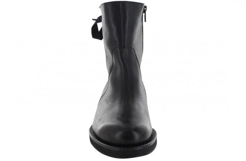 Pleun Fat 67-a black shiny leather/pearls grossgrain closure on back - black sole/pearls w
