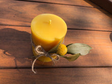 Load image into Gallery viewer, Beeswax candle- smooth