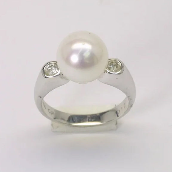 18K White Gold Diamond White Pearl Ring