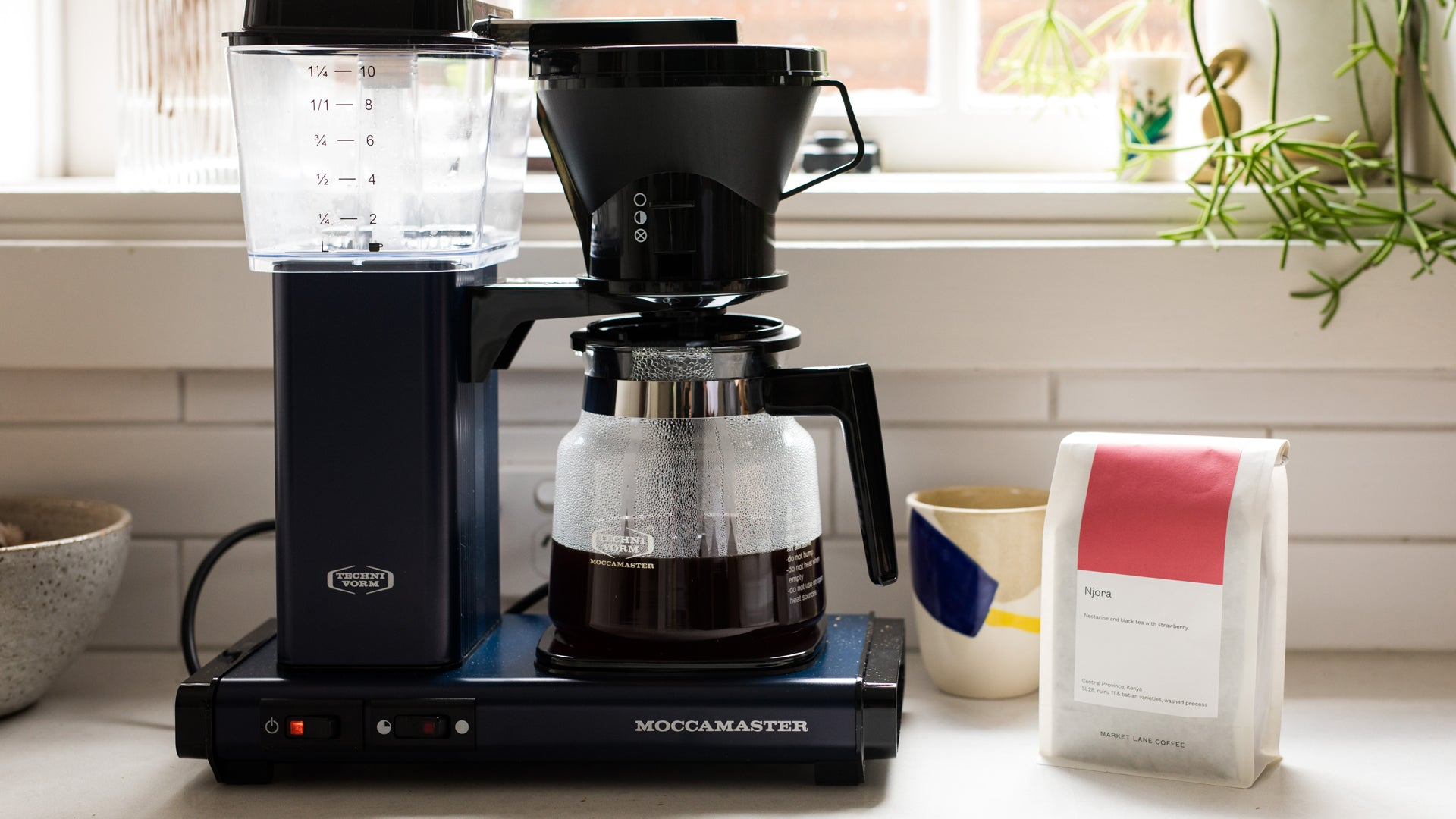 A moccamaster with a fresh batch of coffee made using our recipe for how to make coffee using a Moccamaster