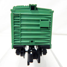 Load image into Gallery viewer, American Flyer 24065 NYC Green Painted Boxcar Pikemaster couplers New York Central