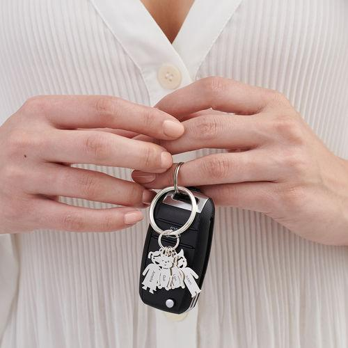 Family keychain engraved with children's and pet accessories