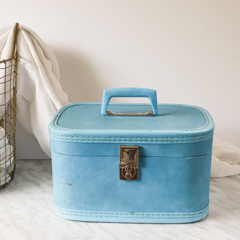 blue vintage train case / makeup case from the 62's