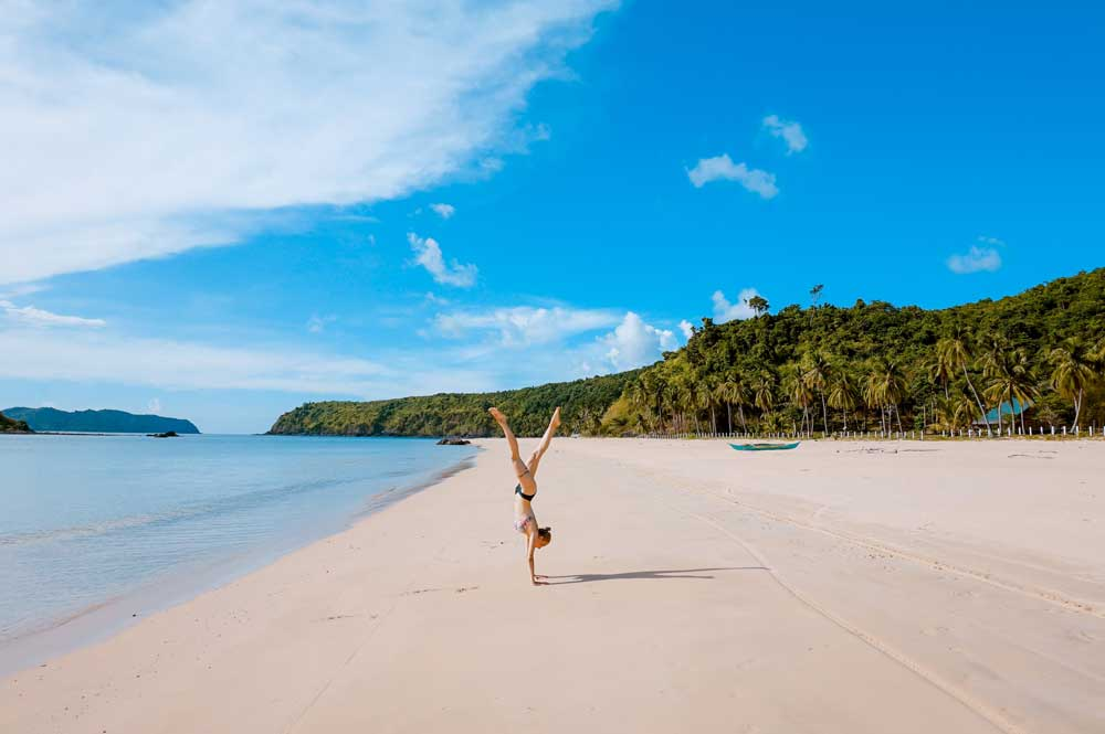 33fuel reasons you need to do handstands - paradise