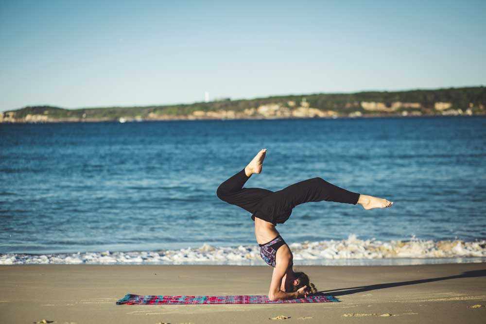 33fuel reasons you need to do handstands - variations