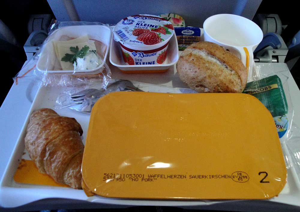 how athletes avoid jet lag - they don't eat plane food!