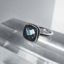 Load image into Gallery viewer, Labradorite Square Bolle Ring