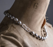 Load image into Gallery viewer, grey baroque pearl necklace