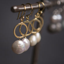 Load image into Gallery viewer, Pearl coin and gold vermeil circle earrings