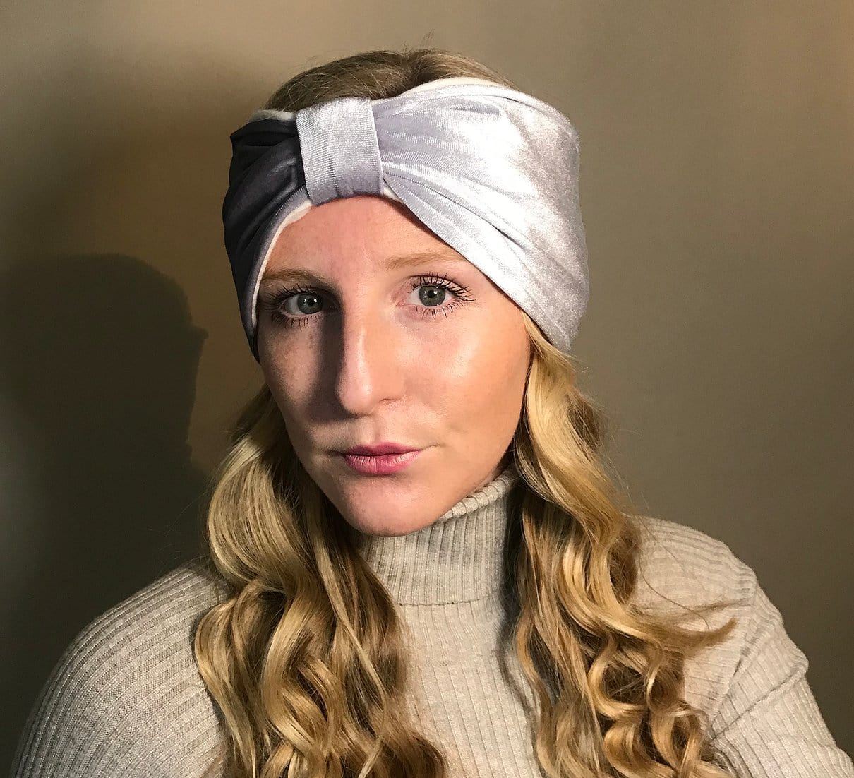 Velvet lined headband with Bow front, grey