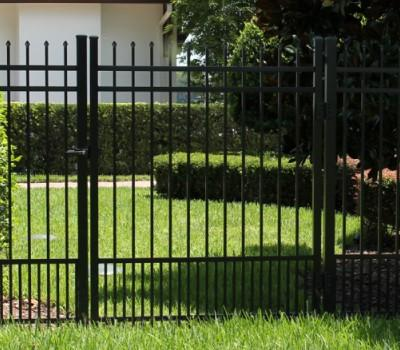 Spear top single swing aluminum gate, no arch