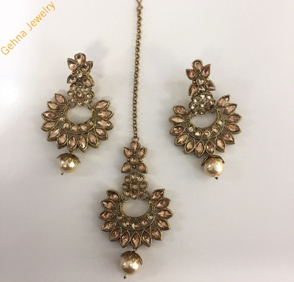 Arpita Earrings And Tikka