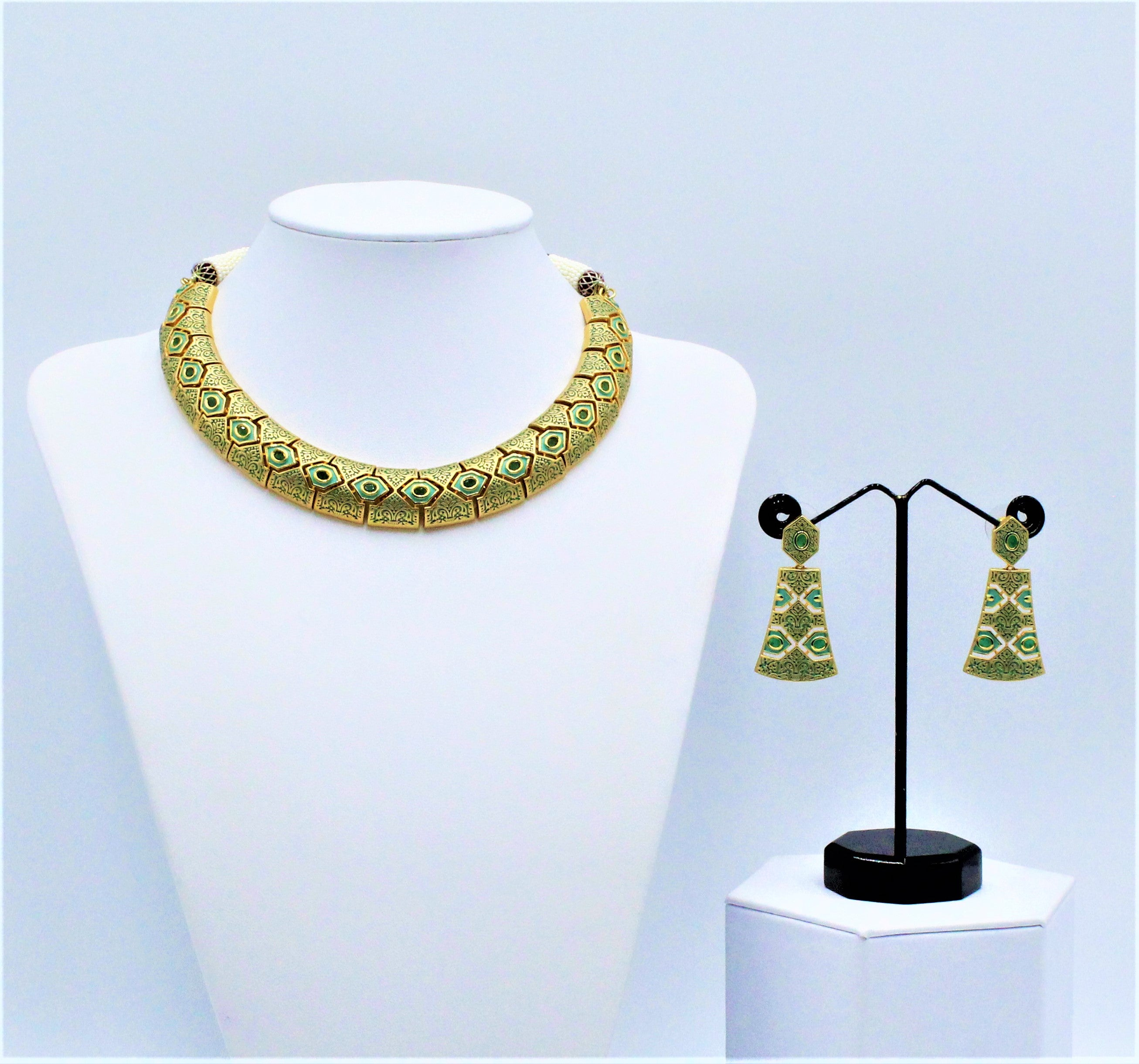 Avni Necklace Set