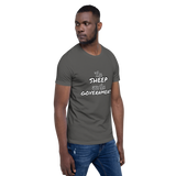 The Sheep are the Government - Men's T-Shirt - Humans are FREE T-Shirts. Anti establishment T-Shirts. Cov-19, NWO, Celebrity, Funny, Crazy & Alternative T-Shirts for men and women